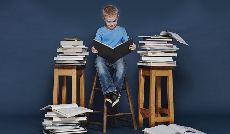 Boy_Reading_Books-apha-210608.jpg