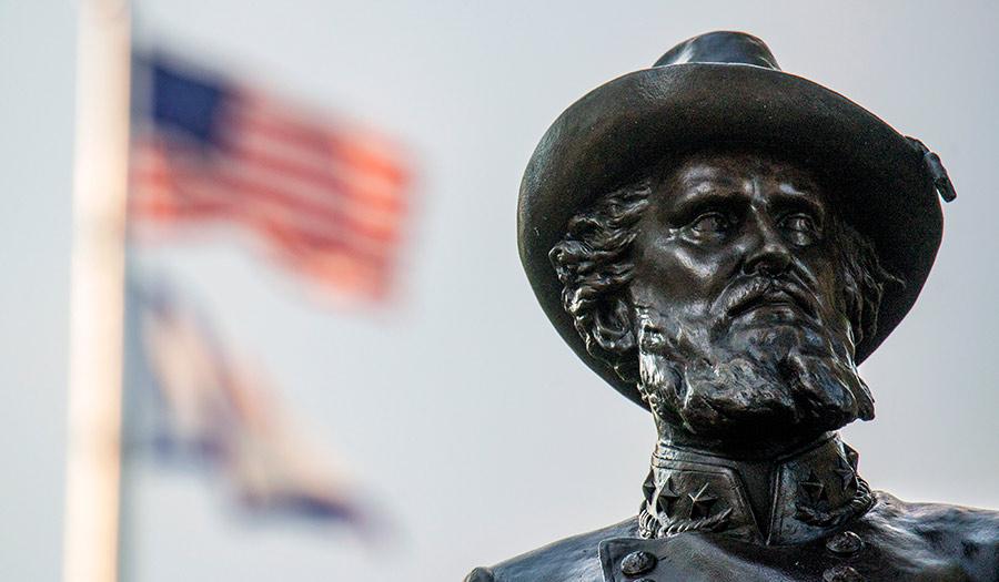 Confederate_Statue_Flag-apha-200821.jpg