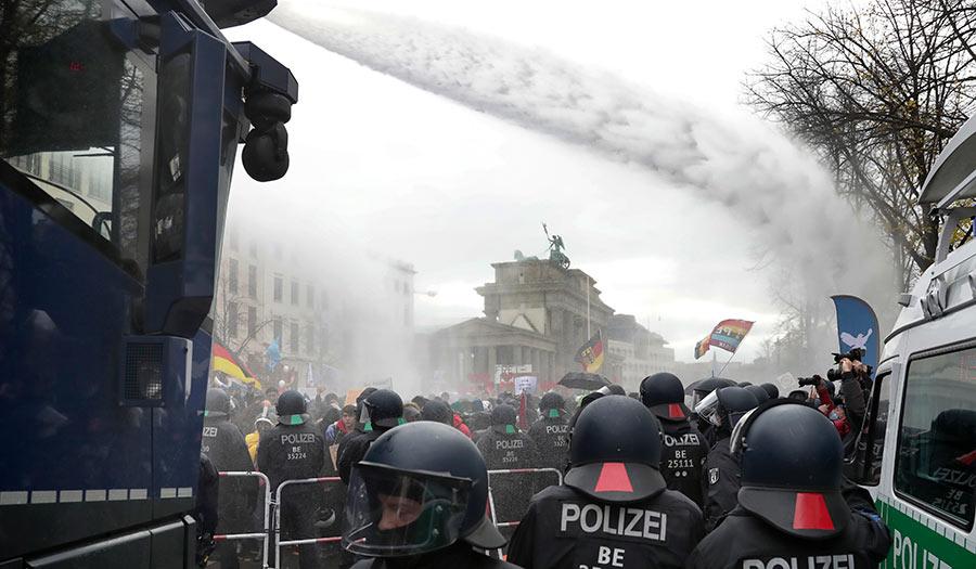 German_Police_Watercannon-apha-201120.jpg