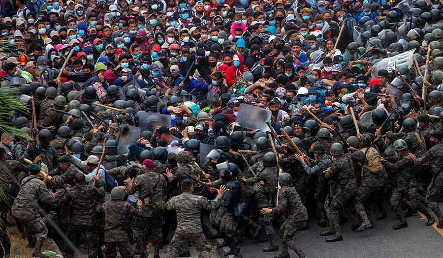 Guatemala_Migrants_Police-apha-210118.jpg
