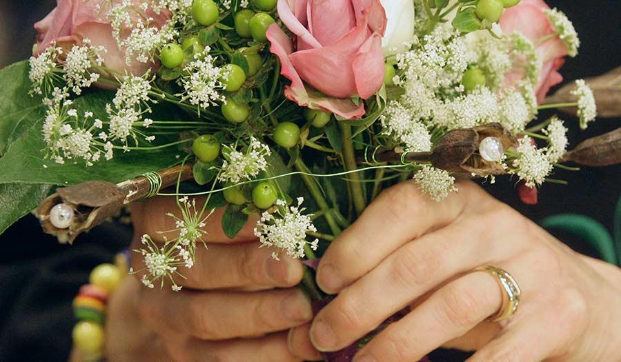 Marriage_Boquet_Hands-apha-211006.jpg