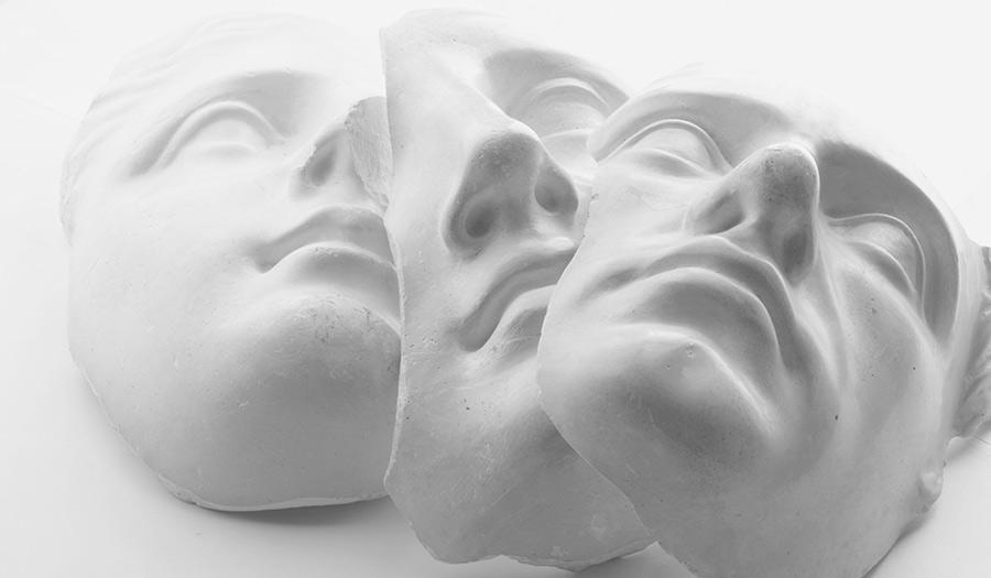 Tres_Masks_White-apha-210622.jpg