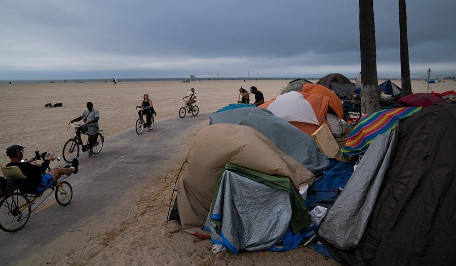 Venice_Beach_Homeless-apha-210730.jpg