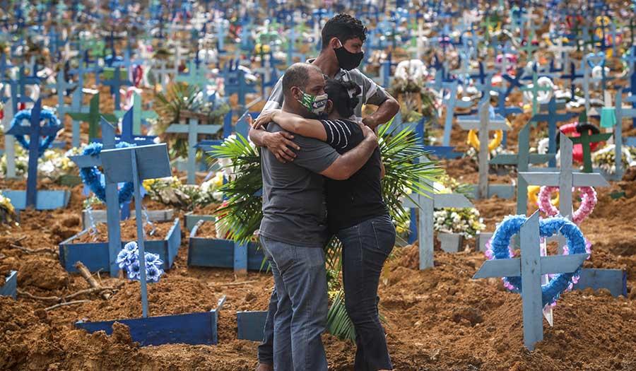brazil_covid19_burial-apha-200528.jpg