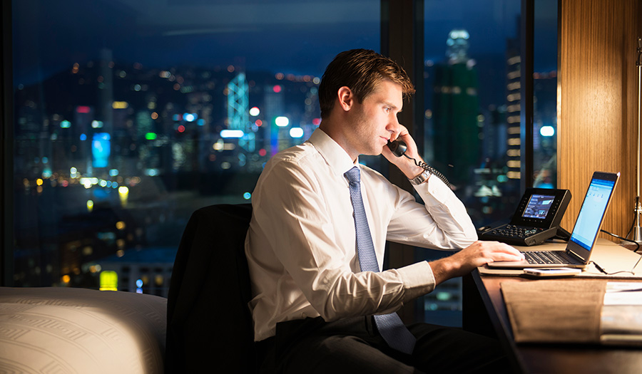 businessman_working_late-apha-171027.jpg