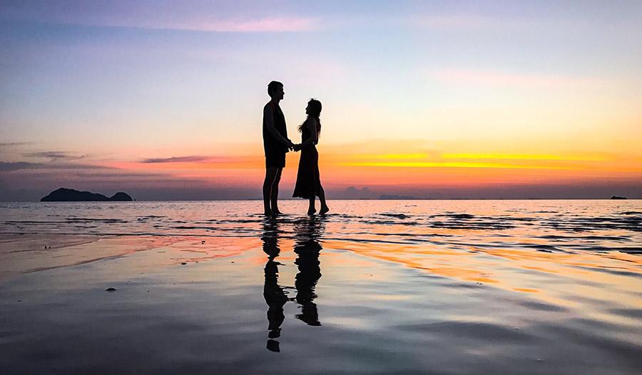 couple_sunset_ocean-apha-190903.jpg
