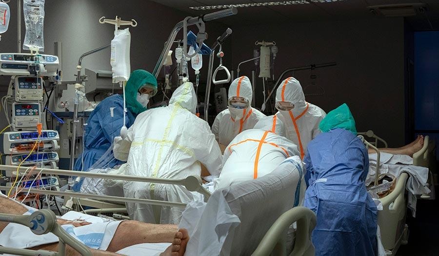 doctors_coronavirus_patient-apha-200331.jpg