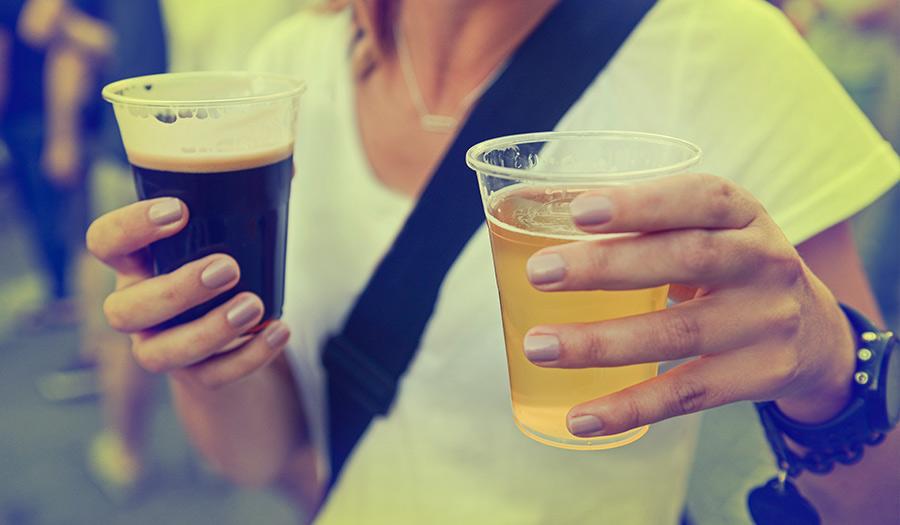 girl_drinking_beer-apha-180618.jpg