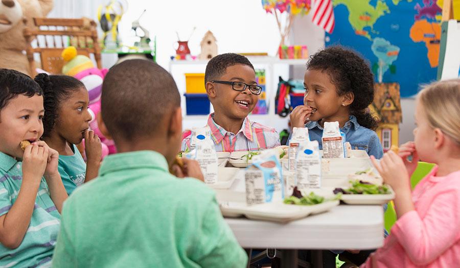 kids_eating_lunch-apha-171207.jpg