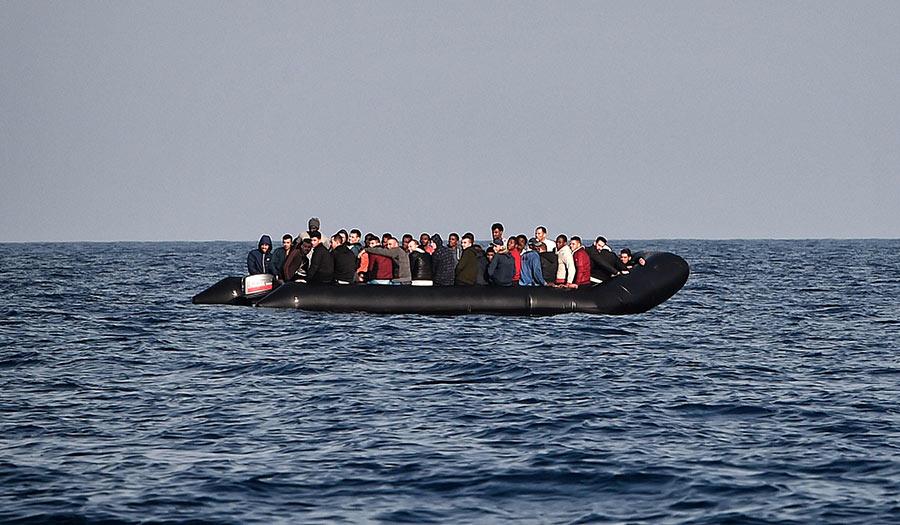 libya_migrants_rubberboat-apha-180706.jpg