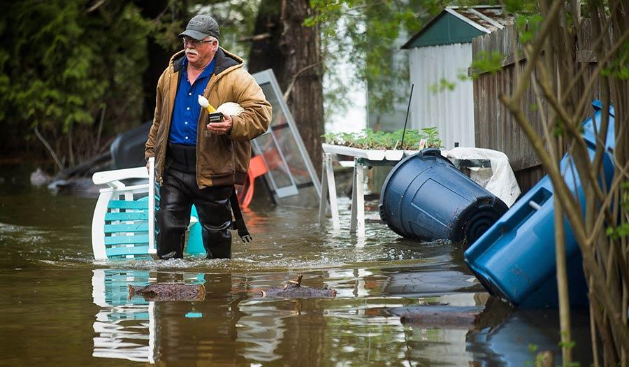 man_floodwaters_michigan-apha-200520.jpg