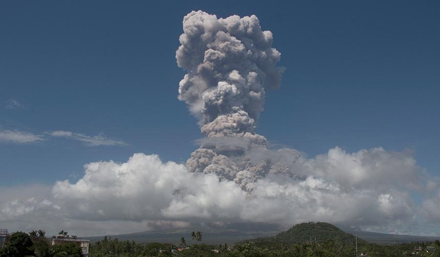mayon_volcano_explodes-apha-180122.jpg
