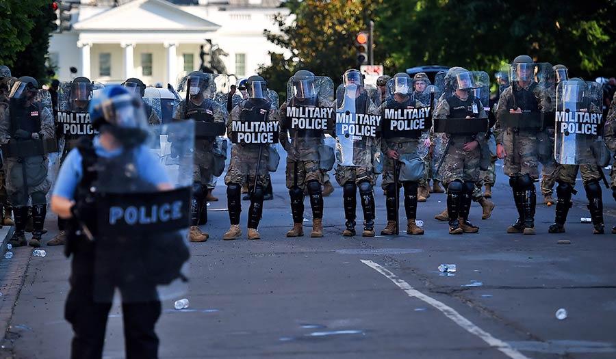 military_police_whitehouse-apha-200602.jpg