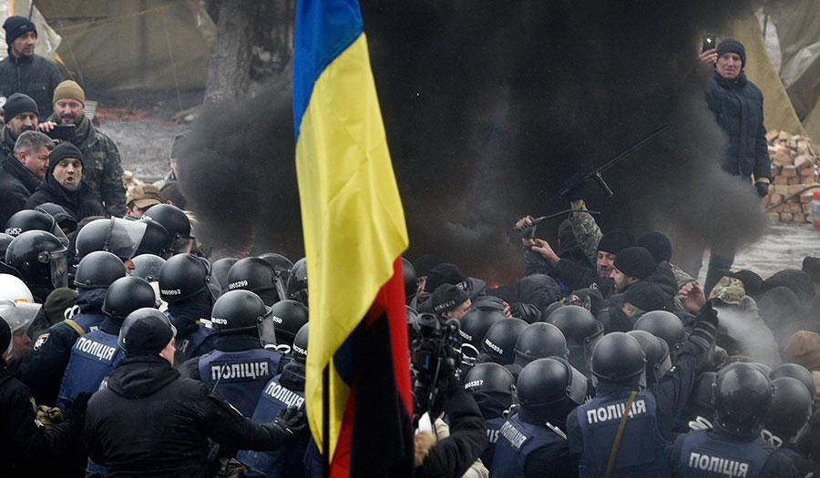 protesters_police_ukraine-apha-180118.jpg