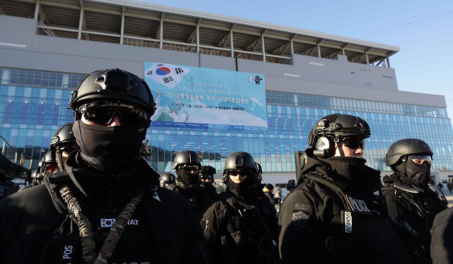 skorean_police_olympics-apha-171213.jpg