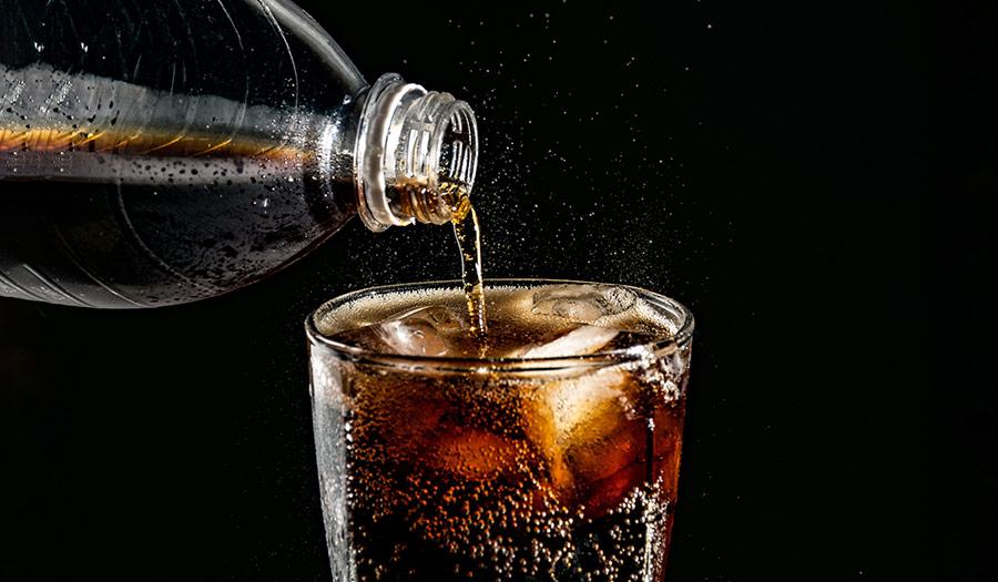 soda_pour_glass-apha-190329.jpg