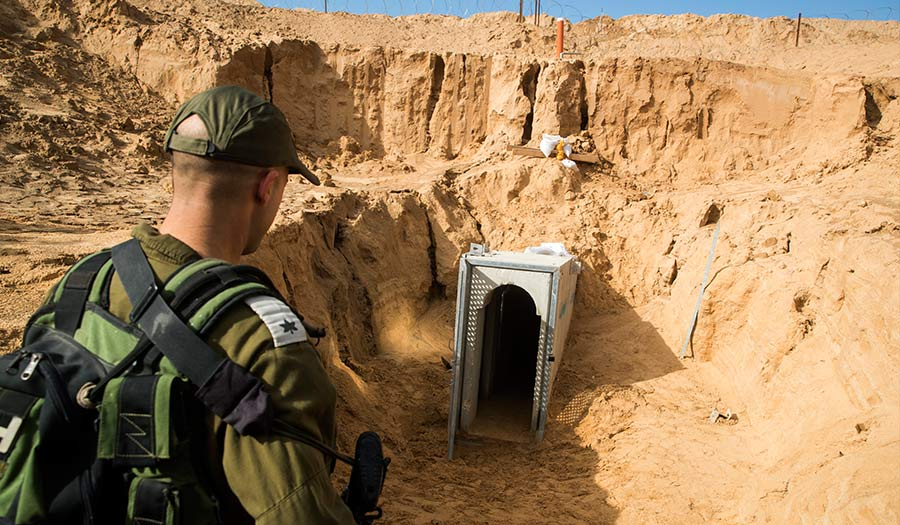soldier_inspects_tunnel-apha-180119.jpg