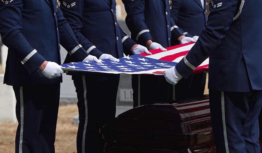 soldiers_folding_flag-apha-170919.jpg