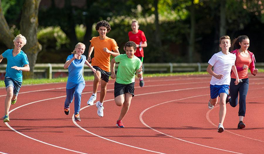 teenagers_running_trackrace-apha-180511.jpg