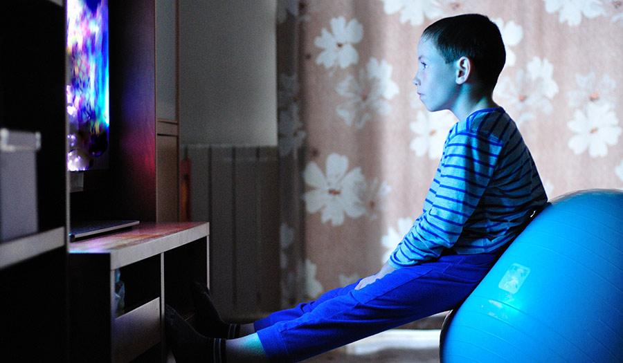 tv_child_indoors-apha-180516.jpg