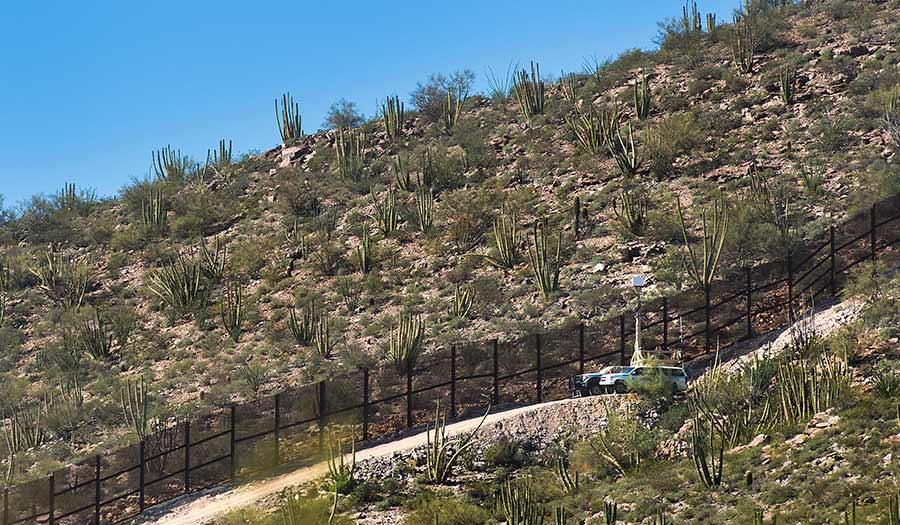 usmexico_arizona_border-apha-181012.jpg
